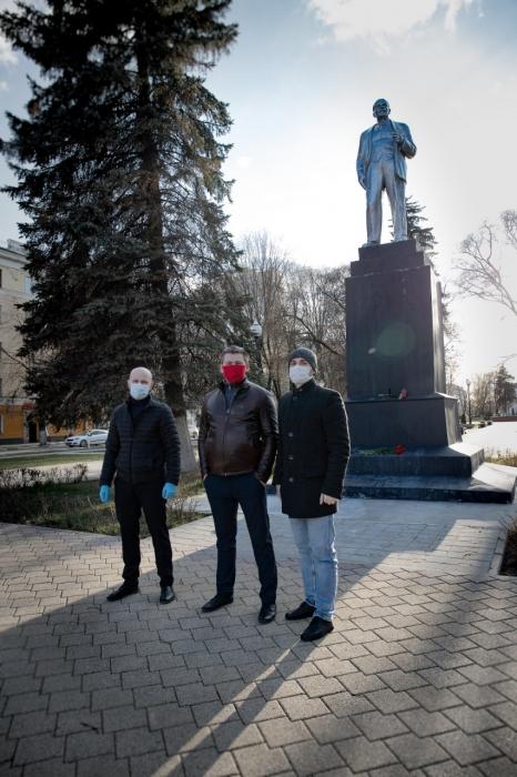 Балашихинские коммунисты возложили цветы к памятникам великого Вождя!
