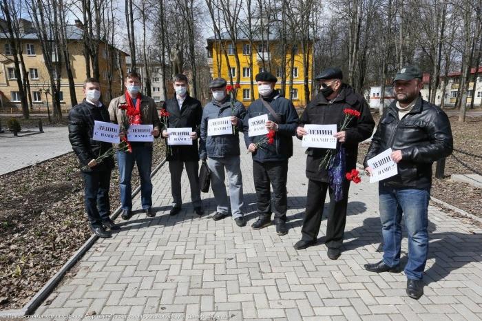 Акция «Ленин с нами!»