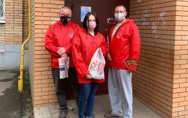 Пушкинские коммунисты поздравили земляков с Днём Победы
