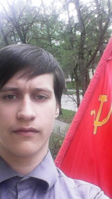 Дубненские коммунисты вывесили красные флаги ко Дню Победы