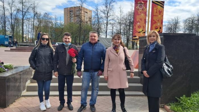 Клинские коммунисты поздравили ветеранов