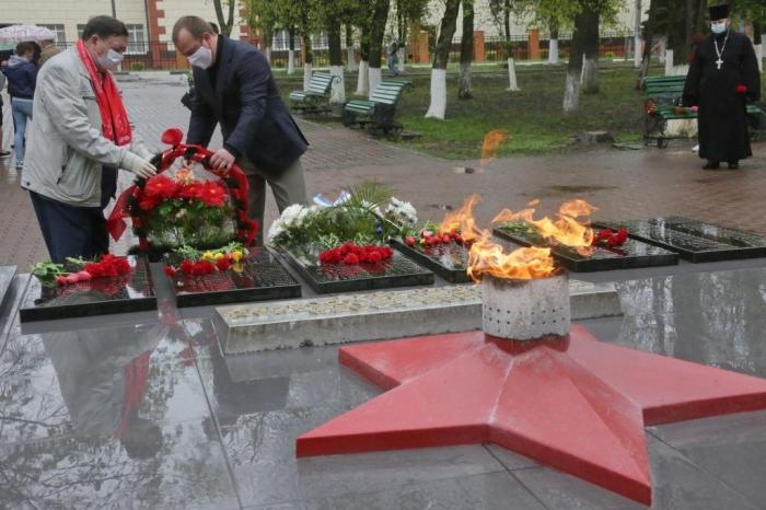 Коммунисты Каширы почтили память воинов-защитников