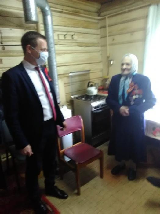 Щёлковские депутаты-коммунисты поздравили ветеранов