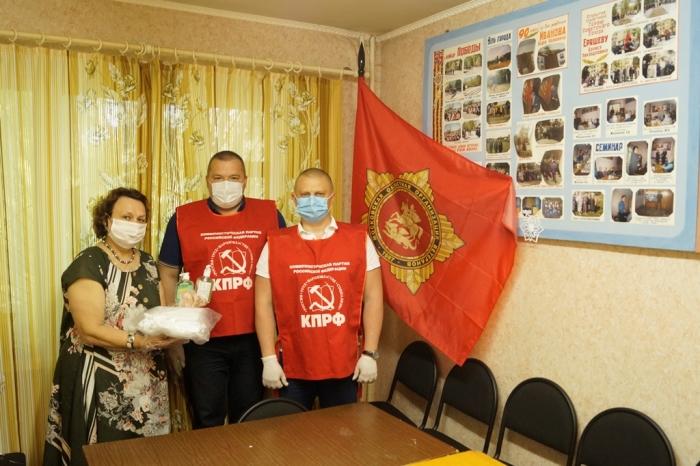 Фрязинские коммунисты обеспечивают организации средствами индивидуальной защиты