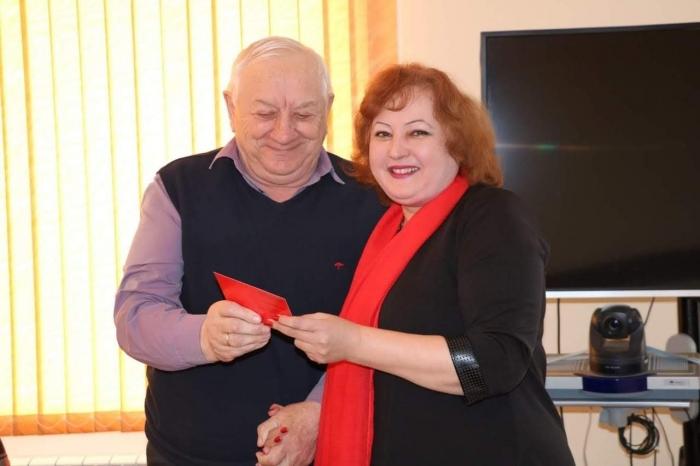 Коммунисты Лотошино наградили почетных жителей