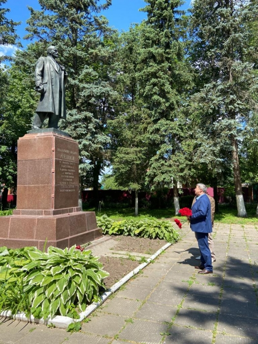 Памятникам В.И. Ленину - партийную заботу!