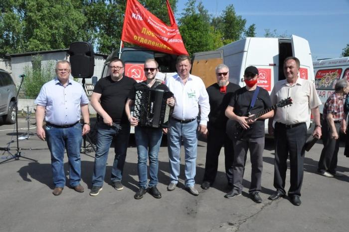 Подмосковные коммунисты отправили гуманитарный конвой в честь 75-летия Великой Победы для ветеранов, тружеников тыла и «Детей войны» в городские округа региона
