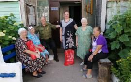Коммунисты Лотошинского ГК КПРФ раздают помощь «Детям войны»