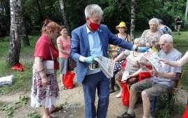 Люберецкие коммунисты вручили подарочные наборы ветеранам