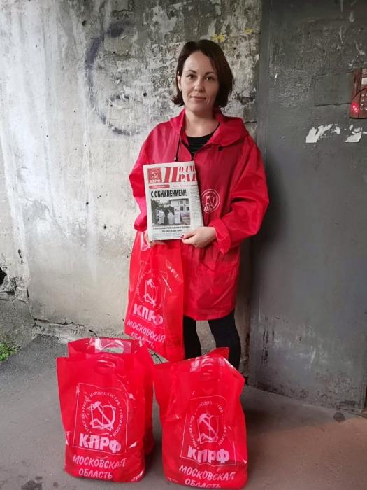 Пушкинские коммунисты помогают «Детям войны»