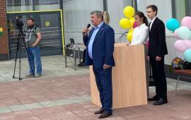Зампред Мособлдумы Константин Черемисов поздравил школьников Волоколамска