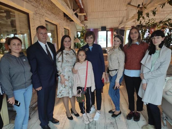 Состоялась встреча Ксении Мишоновой с  активистами инициативной группы «Мы и самолеты Лобня», жителями деревни Носово