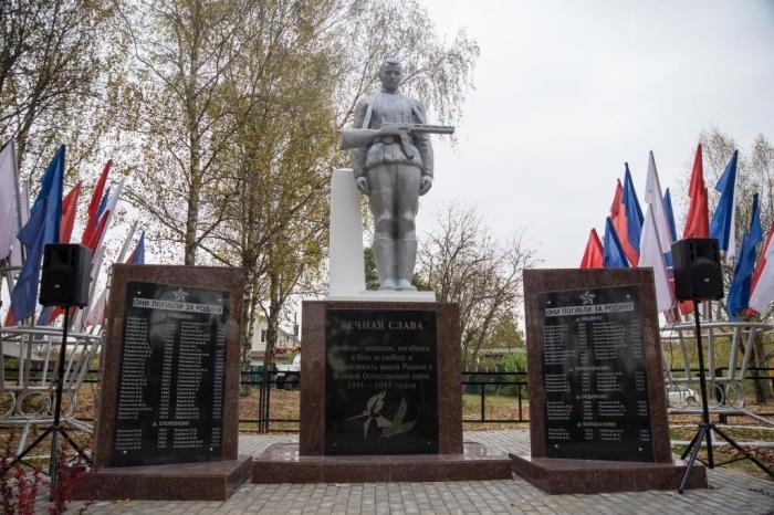 Открытие памятника в д. Алешино