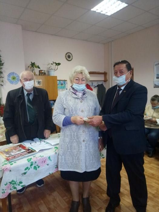 Каширские коммунисты поздравляют ветеранов