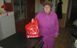 В Ленинском г.о. коммунисты вручили юбилярам «детям войны» продуктовые наборы