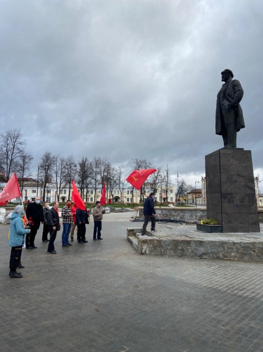 Братство рабочих — и никаких прочих!