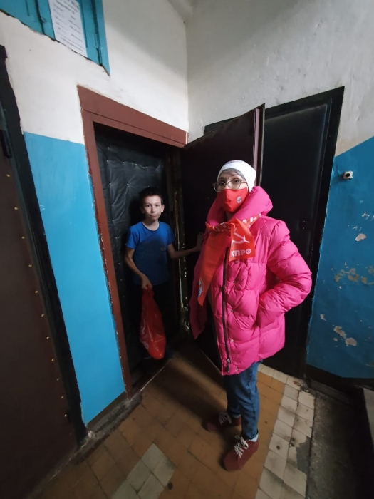 Подольские коммунисты продолжают помогать многодетным семьям и детям войны