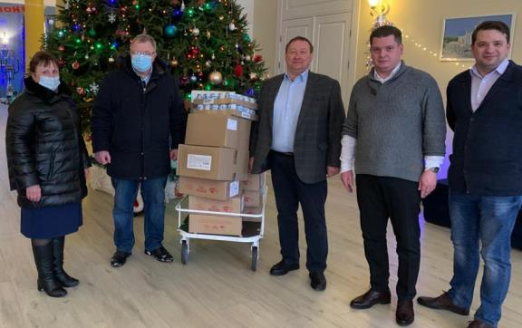 Депутат-коммунист Александр Наумов передал подарки детям в Домодедово и Кашире