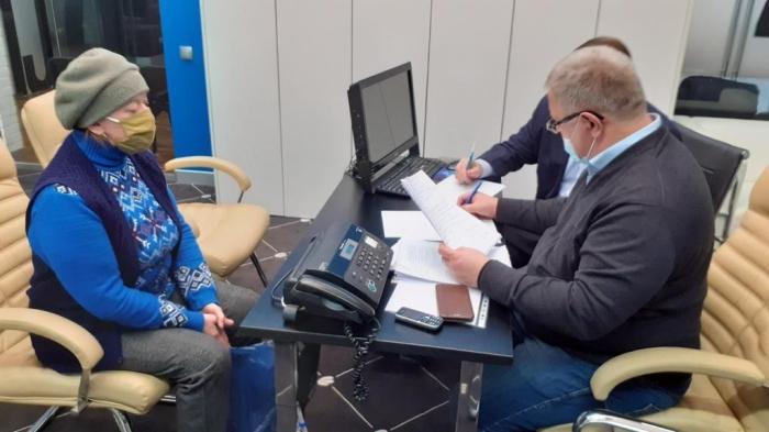 Депутат-коммунист Александр Наумов провел прием граждан в Ступино и наградил волонтеров