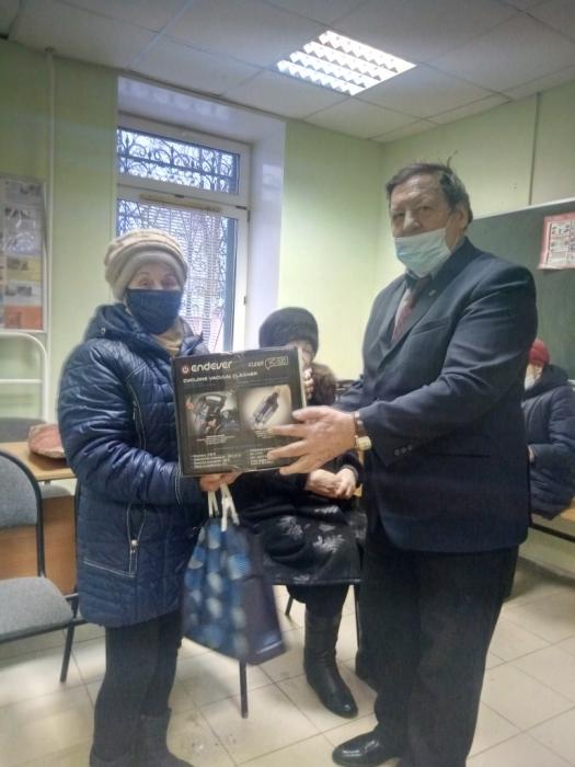 Коммунисты Каширы вручили подарки ветеранам