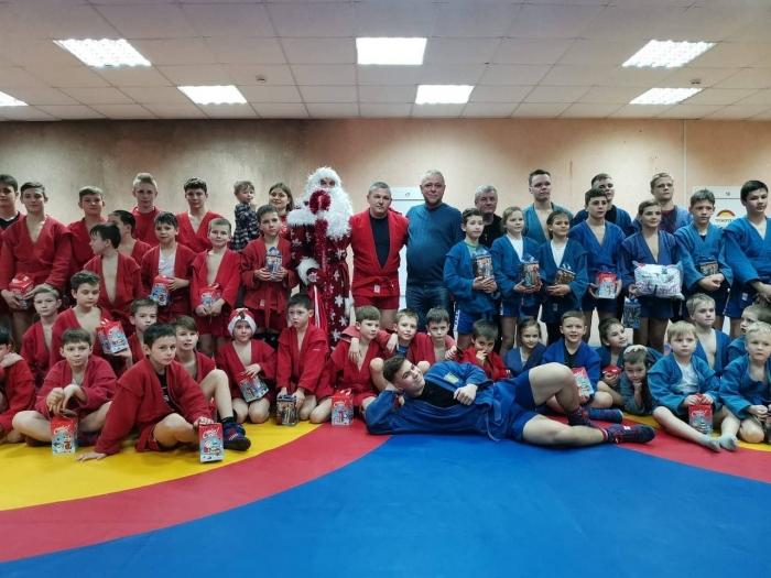 КПРФ поздравляет спортсменов с Новым годом