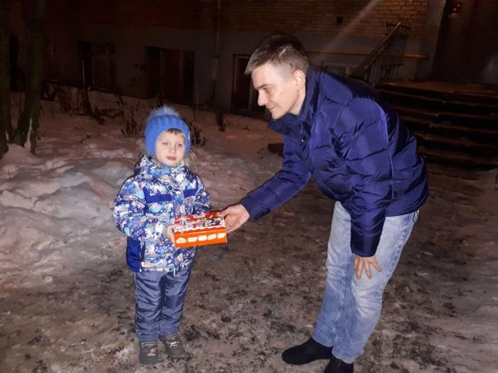 Коммунисты Сергиево-Посадского ГК КПРФ поздравили детей
