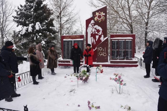 Лотошинские коммунисты чтут память о подвиге советских солдат