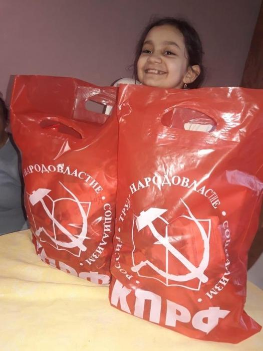 Солнечногорские коммунисты помогают многодетным семьям