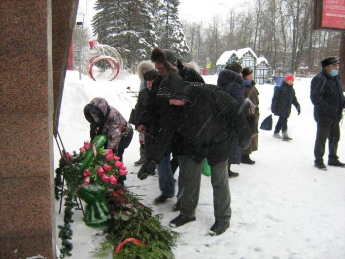 В Можайске возложили цветы к памятнику В.И. Ленина