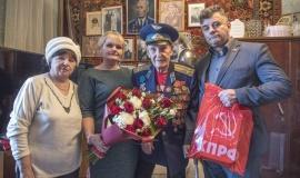 Щёлковские коммунисты поздравили участников Сталинградской битвы