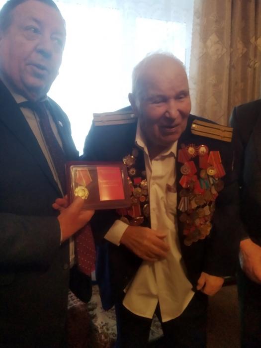 Каширские коммунисты поздравили юбиляра