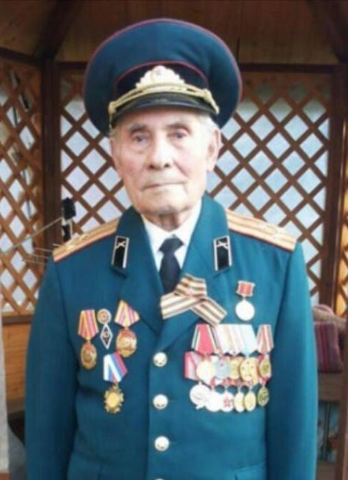 Пушкинские коммунисты поздравили ветерана с 23 февраля