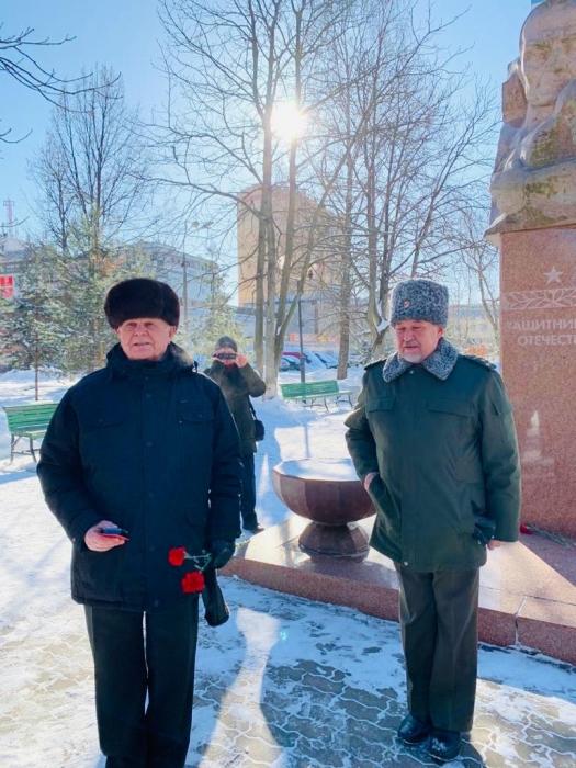 Королёвские коммунисты провели возложение цветов к памятнику Защитникам Отечества