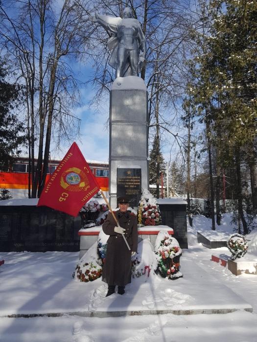 В день Советской Армии и Военно-Морского флота