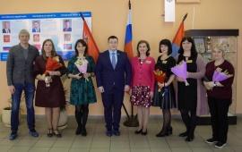 Депутаты-коммунисты Марк Черемисов и Павел Лаговский поздравили муниципальных работников