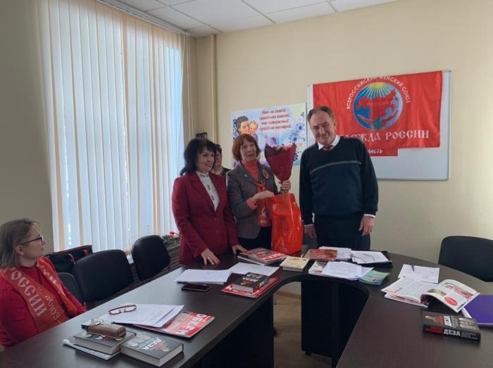 Лидер подмосковных коммунистов Николай Васильев поздравил региональное отделение ВЖС «Надежда России» с 8 марта