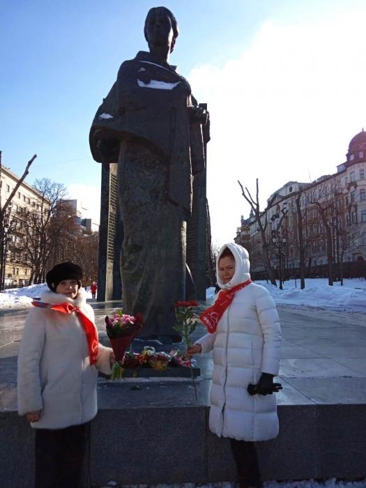 «Держите крепче связь с массами, проводите в жизнь заветы Ленина.» Н.К. Крупская