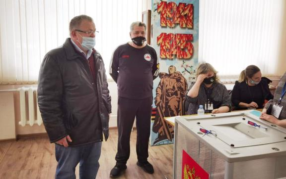 Секретарь МК КПРФ Александр Наумов посетил избирательные участки в Пушкино