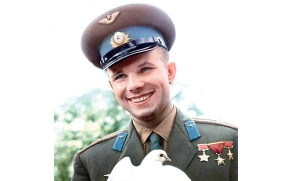 Улыбка Юрия Гагарина, осветившая землю