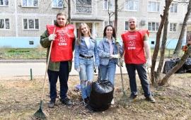 Дмитровские коммунисты приняли участие в городском субботнике