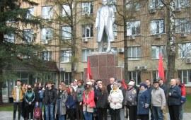 Дело Ленина будет жить в веках!