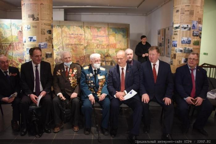Лидер КПРФ Г.А. Зюганов посетил Центр управления полётами АО «ЦНИИмаш»