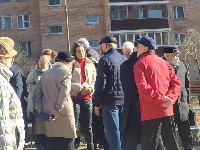 Депутаты коммунисты встречаются с люберчанами