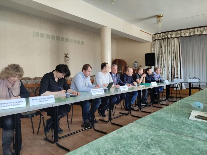 Круглый стол в Дзержинском