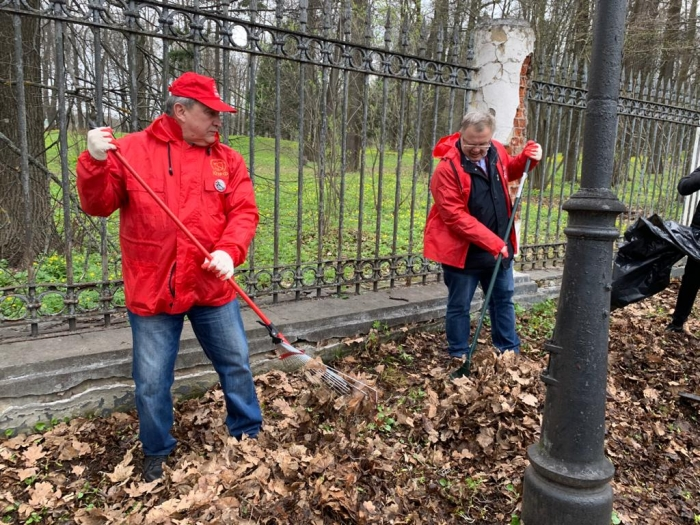 Дело Ленина в наших делах! Подмосковные коммунисты провели субботник в Горках Ленинских