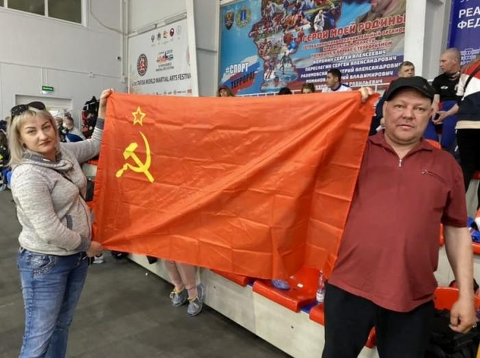 Знамя Победы на пьедестале почёта!