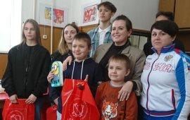 Лобненские коммунисты поздравили детей с праздником