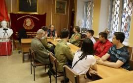 Учиться, учиться и ещё раз учиться строительству коммунизма