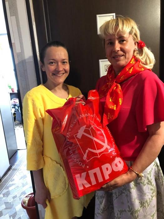 Многодетные семьи Талдоме получили подарки от КПРФ