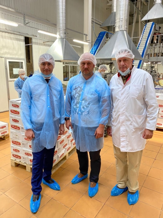 Дмитрий Кононенко и Сергей Стрельцов посетили кондитерскую фабрику «Победа» в Егорьевске